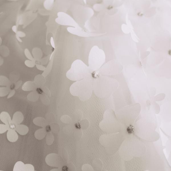 dettaglio abito da cerimonia Bianca da bambina