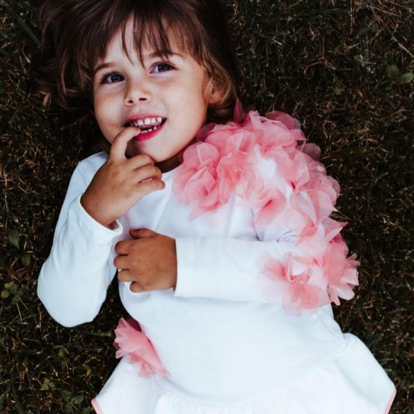 dettaglio maglia completo da bambina in felpa