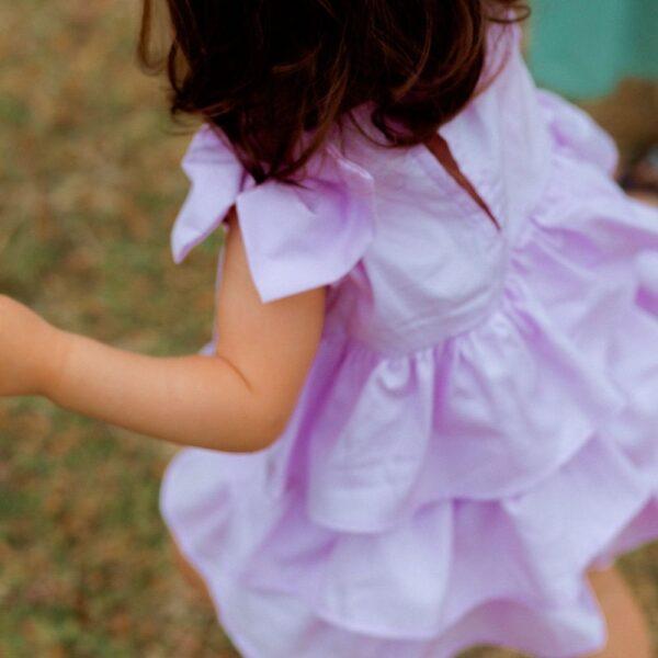 dettaglio abito cerimonia bambina lilla