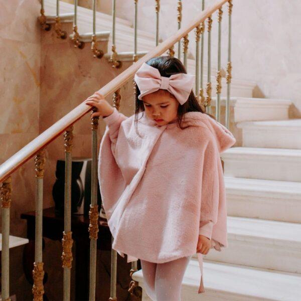 mantellina da bambina in pelliccia cipria
