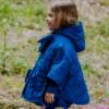 mantellina piumino a cuori trapuntati blu